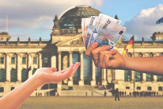 předávání bankovek