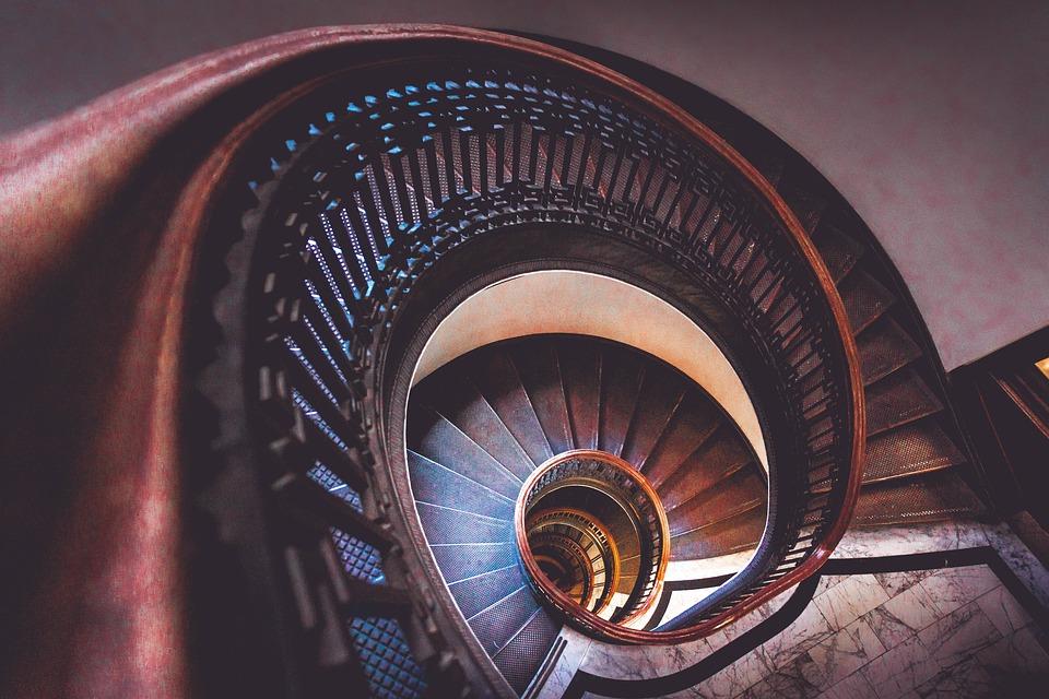 Jak vybrat vhodný materiál na výstavbu schodiště?